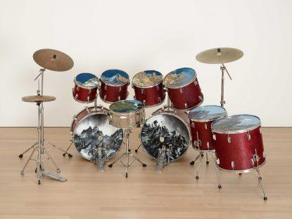 @ Vincent Kohler Vintage Drums Ensemble, batterie, peinture, montagne